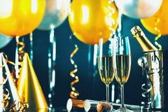 Przyjaźni świętowanie Pije otuchy szczęścia pojęcie Fotografia Royalty Free