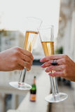 Przyjaźni świętowanie Pije otuchy szczęścia pojęcie Fotografia Stock