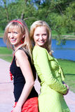przyjaciel szczęśliwe uśmiechnięte młode kobiety Fotografia Royalty Free