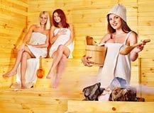 Przyjaciel target23_0_ w sauna. Zdjęcia Royalty Free