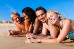 przyjaciela plażowy wakacje obraz royalty free