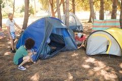 Przyjaciela utworzenia namiot Zdjęcie Royalty Free