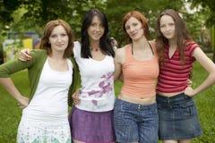 przyjaciele grupują szczęśliwego Zdjęcia Stock