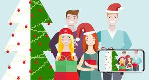 Przyjaciele kobieta i mężczyzna Boże Narodzenia, zima Zdjęcia Royalty Free