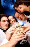 przyjaciele obchodów szczęśliwi Zdjęcia Stock