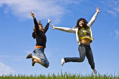 przyjaciele skacze young Obrazy Royalty Free
