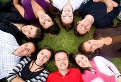 przyjaciele szczęśliwe zgrupowane Obraz Stock
