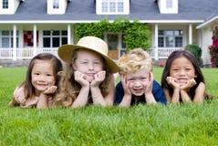 przyjaciele z dzieciństwa Zdjęcia Royalty Free