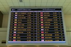 Przyjazd deska w Przyjazdowym Hall w Don Mueang zawody międzynarodowi Airpor Obrazy Stock