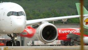 Przyjeżdża Phuket - taxiing po lądować zdjęcie wideo
