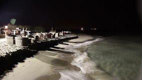 Przyjeżdżający przy nocą na plaży zbiory