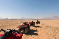 Przyjemność ATVs w Egipskiej pustyni Obrazy Stock