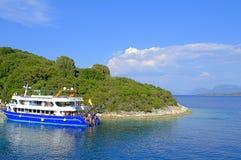 Przyjemności łódź na plaży Fotografia Stock