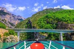 Przyjemności łódź z czerwonym lampionem Zdjęcia Stock
