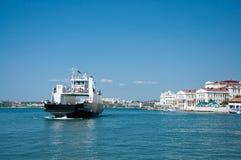 Przyjemności łódź z turystami w Sevastopol zatoce Zdjęcie Stock