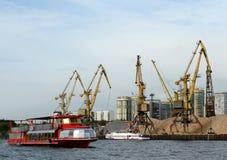 Przyjemności łodzi ` cesarza ` przy Khimki rezerwuarem w Moskwa obraz stock