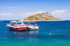 Przyjemności łodzie cumować w Agios Nikolaos Obrazy Stock