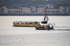 Przyjemności łodzie w zatoce Zdjęcie Royalty Free