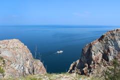 Przyjemności rzemiosło w jeziornym Baikal Obrazy Royalty Free