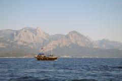 Przyjemności turecka łódź. zdjęcia stock