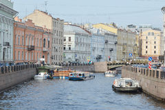 Przyjemności łodzie na kanale Fotografia Royalty Free