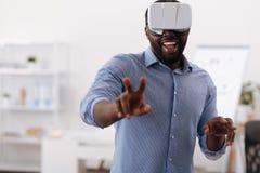 Przyjemny zadowolony mężczyzna dotyka wirtualnego ekran zdjęcie royalty free