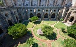Przyklasztorny circumjacent wewnętrzny podwórze katedra Evora (Se) Portugalia zdjęcia stock