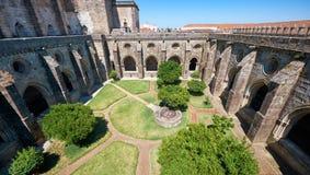 Przyklasztorny circumjacent wewnętrzny podwórze katedra Evora (Se) Portugalia obrazy stock