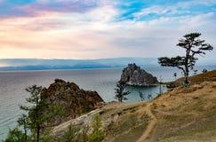 Przylądek Burhan i szaman Kołysamy na Olkhon wyspie jeziorny Baikal przy s Fotografia Stock