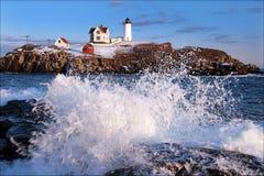 Przylądka Neddick latarnia morska przy przypływem (Nubble) Obrazy Stock