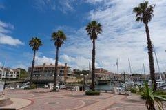 Przylądka St Francis zatoki nabrzeże z drzewkami palmowymi i jachtami zdjęcie royalty free
