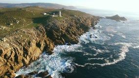 Przylądka Tourinan Hiszpania wybrzeże i latarnia morska, Powietrzny materiał filmowy zbiory wideo