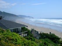 przylegające domku na plaży z oceanem Obraz Stock