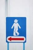 Przylepia etykietkę strzała wskazuje męskie toalety Fotografia Royalty Free