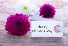 Przylepia etykietkę z Szczęśliwym matka dniem Obraz Royalty Free