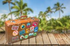 Przylepiająca etykietkę walizka Zdjęcia Royalty Free
