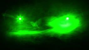 Przynosić światło zieleni promienie dwa profilowego światło reflektorów w kierunku each inny zbiory