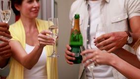 Przypadkowa biznes drużyny odświętność z szampanem zbiory wideo
