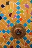Przypadkowa ceramiczna mozaika z czerwonym pucharem Obrazy Royalty Free