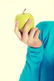 Przypadkowa kobieta trzyma jabłka Obrazy Stock
