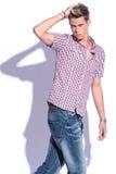 Przypadkowa mężczyzna ręka przez włosy Zdjęcie Stock