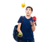 Przypadkowe młody człowiek żonglerki z pieprzem Obraz Stock