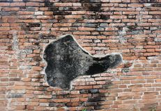Przypadkowo lubić na antycznym ściana z cegieł Fotografia Royalty Free