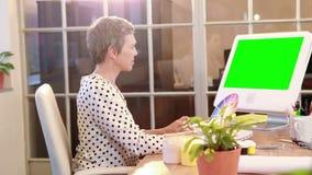 Przypadkowy bizneswomanu mienia koloru swatch zbiory