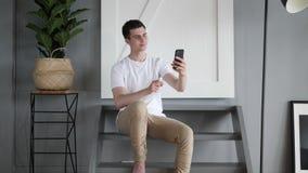 Przypadkowy mężczyzna Bierze Selfie z telefonem, fotografia zbiory