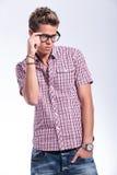 Przypadkowy mężczyzna przystosowywa specs Zdjęcie Royalty Free