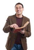 Przypadkowy mężczyzna uśmiech, czytanie i książka Zdjęcie Royalty Free