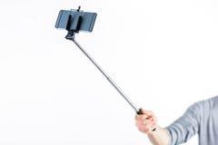 Przypadkowy mężczyzna używa selfie kij zdjęcie royalty free