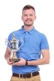 Przypadkowy młody człowiek z trofeum w rękach Fotografia Stock