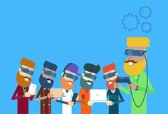 Przypadkowy Man Group Trzyma laptop, pastylka, Mądrze telefon, Dalecy konsoli odzieży Digital szkła Obraz Royalty Free